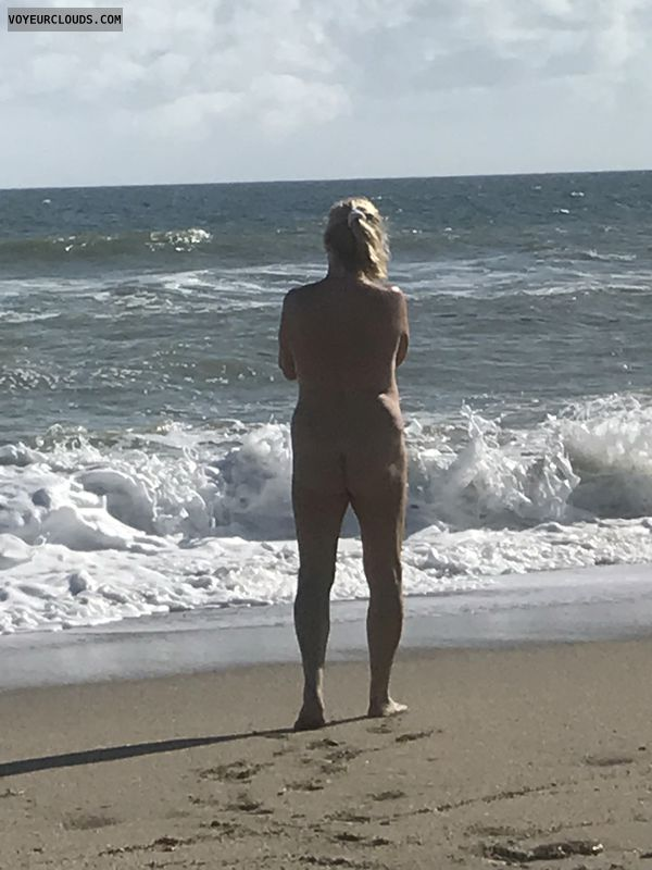 round ass, nude wife, public nude, beach pic, legs