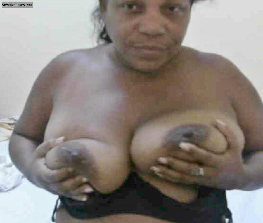 Big tits, Dark Areolas, Mulata, Mature, BBBW, Hand Bra