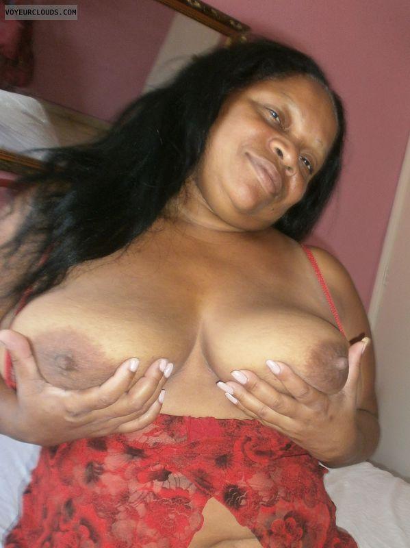 Mulata, hand bra, big boobs, large areolas, bbw, lingerie