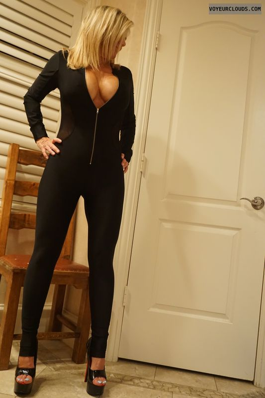 deep cleavage, milf tits, wife boobs, high heels