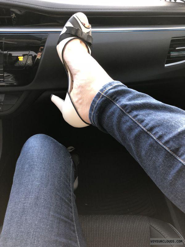 Sexy feet, sexy arches, sexy heels, car heels