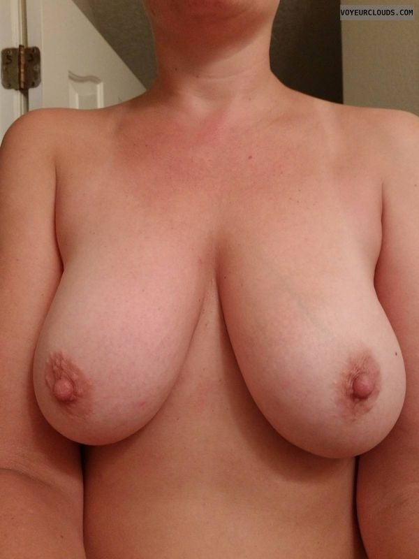 topless, hard nipples, big tits, big boobs, selfie
