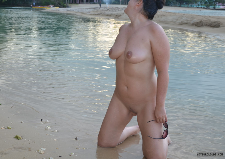 nudist, big tits, 36d, shaved