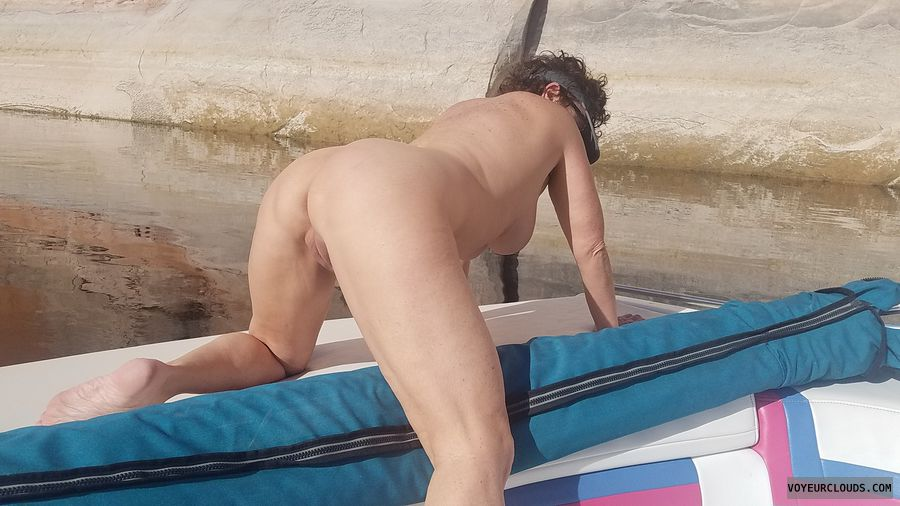 No contest, WFI pose, Naked boating