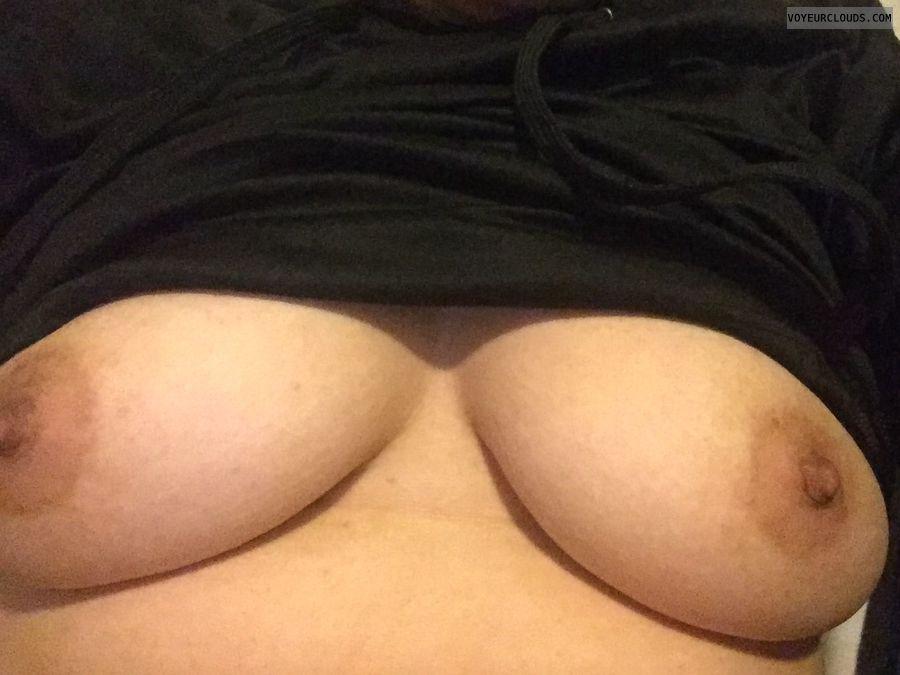 Sexymom, milf, boobs, hard, nipples, hardnipples, fuckme