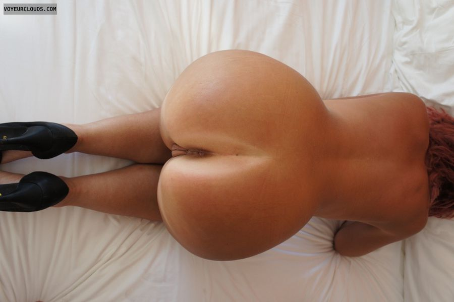 Big ass, round ass, milf wife, mature wife, curvy wife