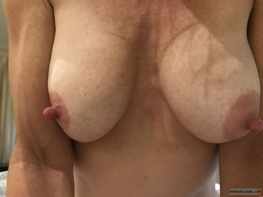 topless, hard nipples, big nipples, big boobs, selfie