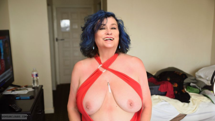 Big tits, sexy smile, what more do you need?