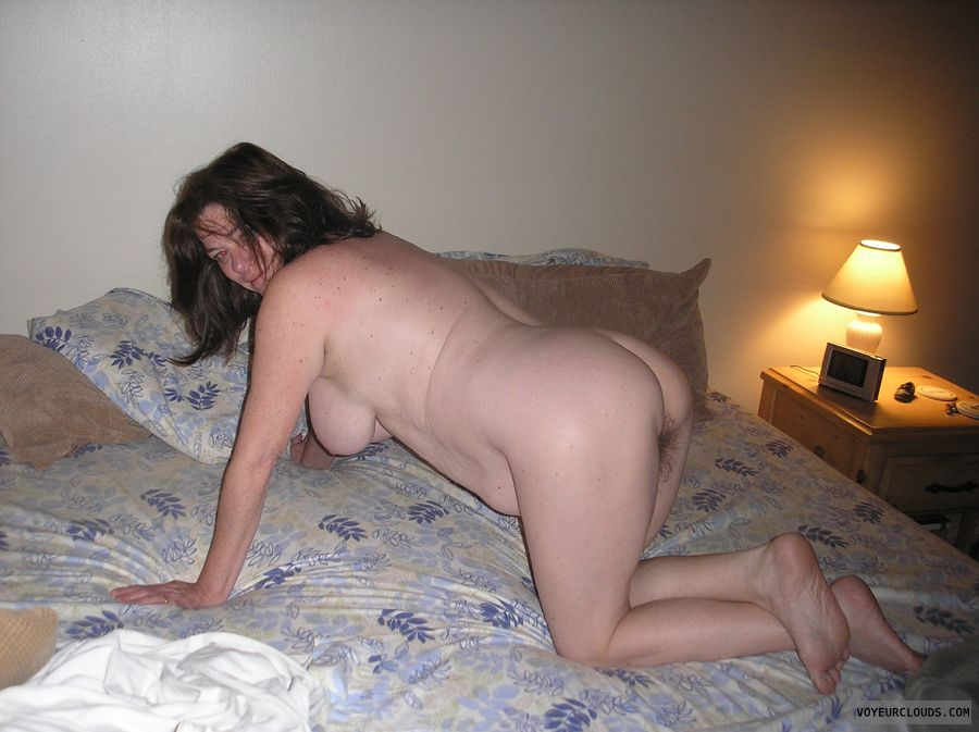 mature woman, round ass, round butt, hairy pussy, wfi