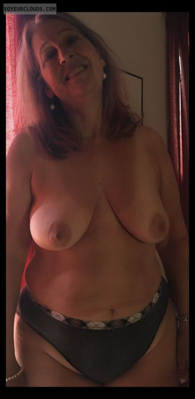 Saggy tits, Nice Smile, Older, Strumpet, Big hips