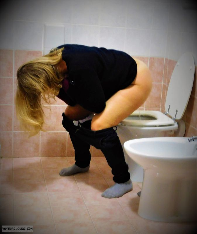 anna, wife, pissing, pee