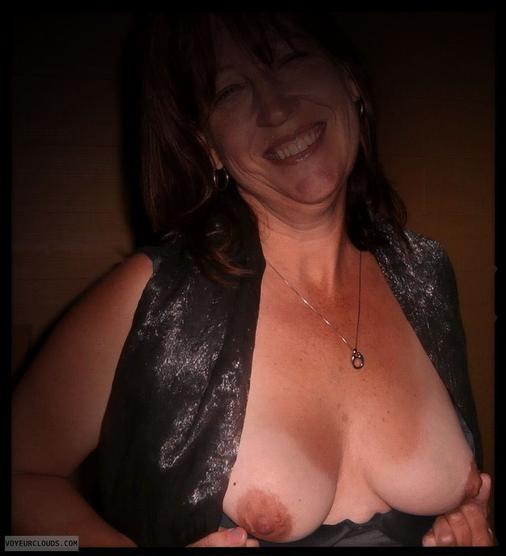 Titflash, Nice smile, Dark nipples, Little boobs