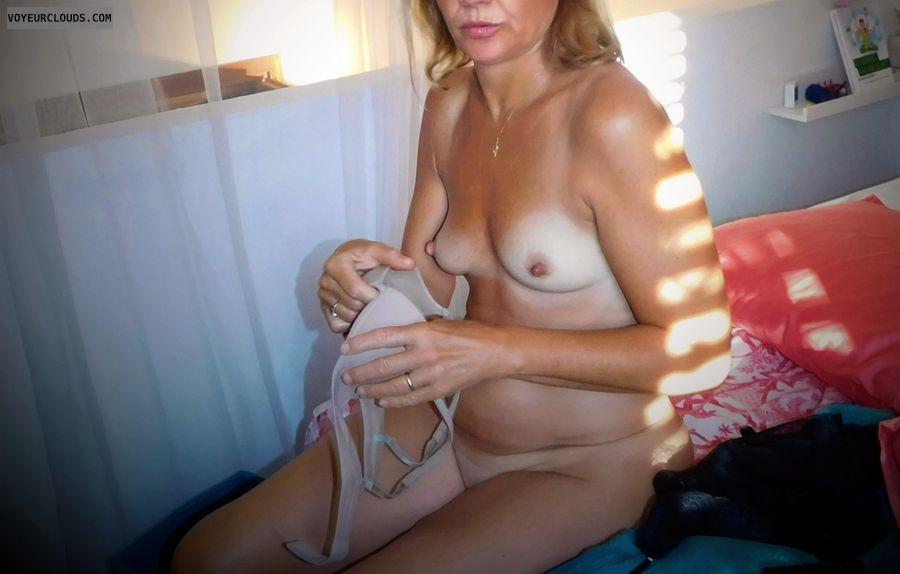 anna, wife, bra, nipples, tits