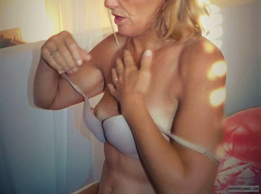 anna, wife, bra, tits, nipples