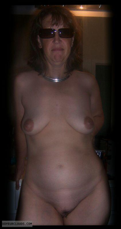 Full frontal, Little boobs, Dark nips, Big hips, Saggy tits