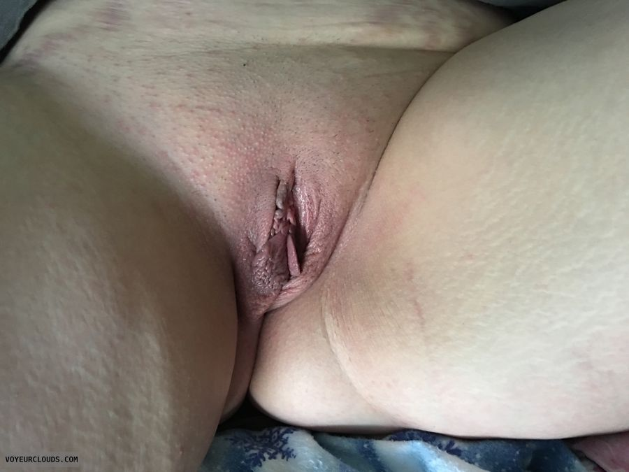 Spread wife, shaved Pussy, butt, thighs, Misty