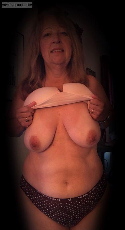Dark nips, Saggy tits, Little boobs, Older, Nice smile