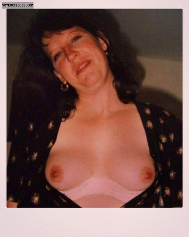 Dark nips, Little boobs, Nice smile, OK Tits