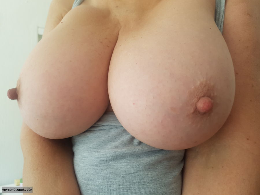 Big tits, Tits out, Milf, Spring, Big niples, Thick nipples