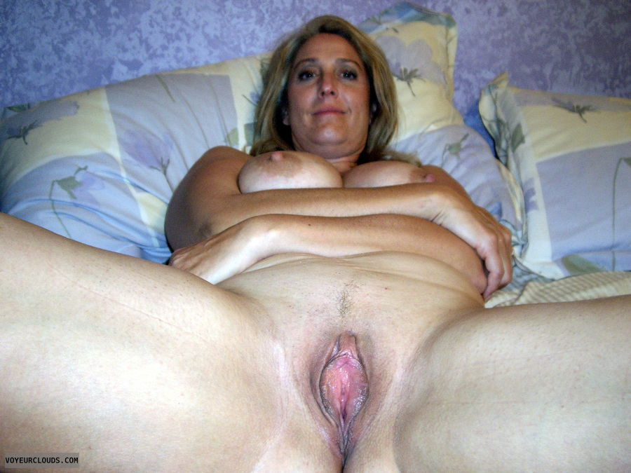 Can naked mom with shaved pussy