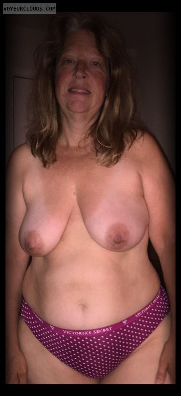 Topless, Saggy tits, OK Tits, Older, Dark nips