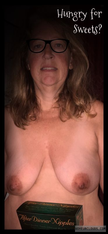 Dark nips, Saggy tits, Little boobs, Older, Nice smile