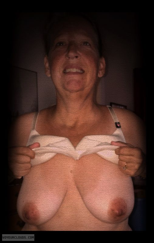 Nice smile, Titflash, Dark nips, Saggy tits, Little boobs