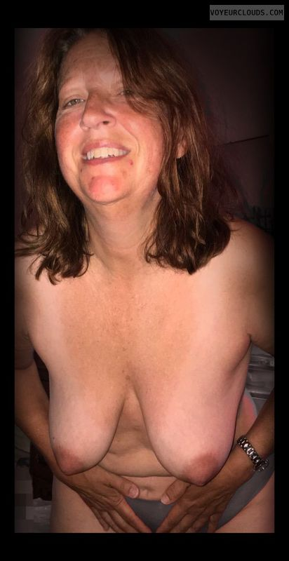 Dark nips, Nice smile, Little boobs, Older, OK Tits