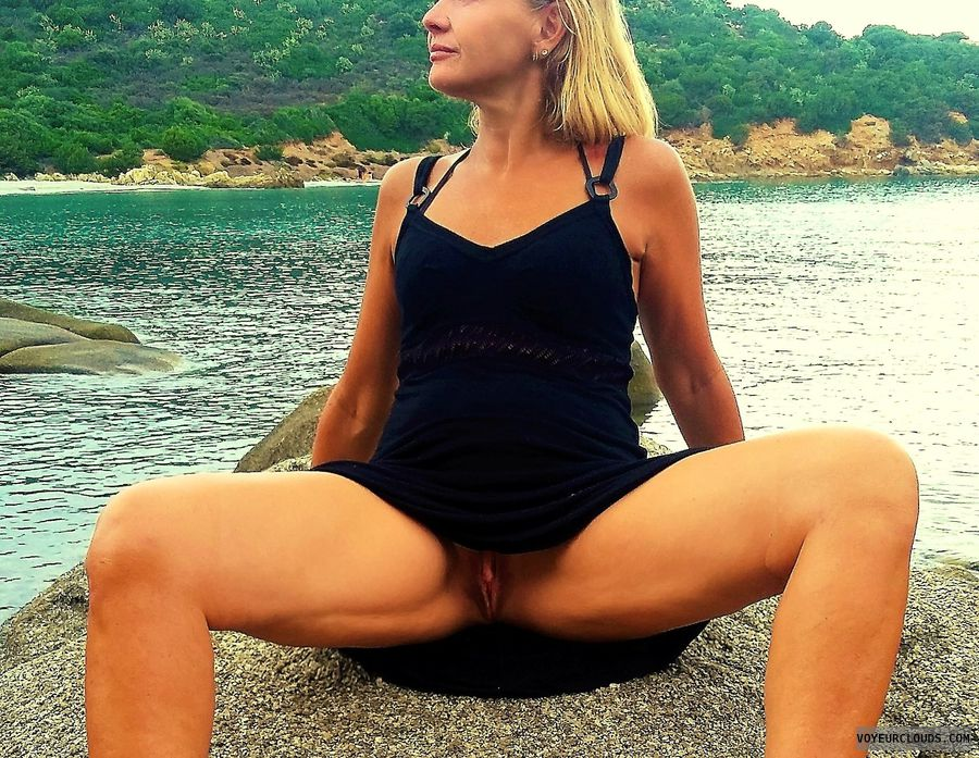 anna, wife, spread, upskirt, pussy, labia, flash, beach