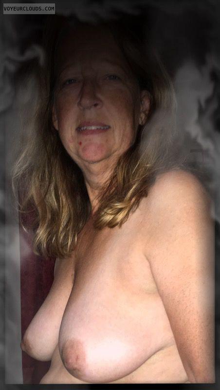 saggy boobs, ok tits, topless, older, Nice smile