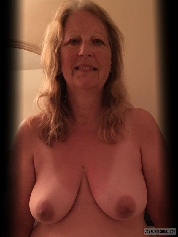 Dark nips, Nice smile, Saggy boobs, Older, OK Tits