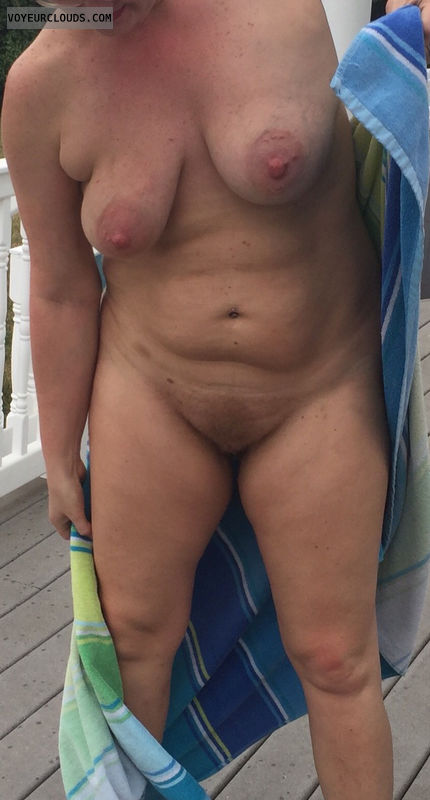 Large areola, ginger, Backyard