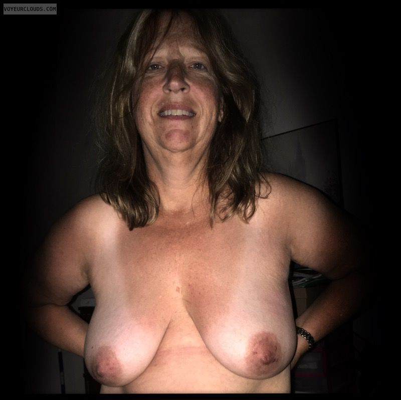 Dark nips, Saggy boobs, Nice smile, Older, OK Tits