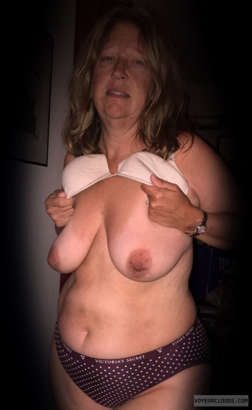 Dark nips, Saggy tits, Older, OK Tits, Nice Smile