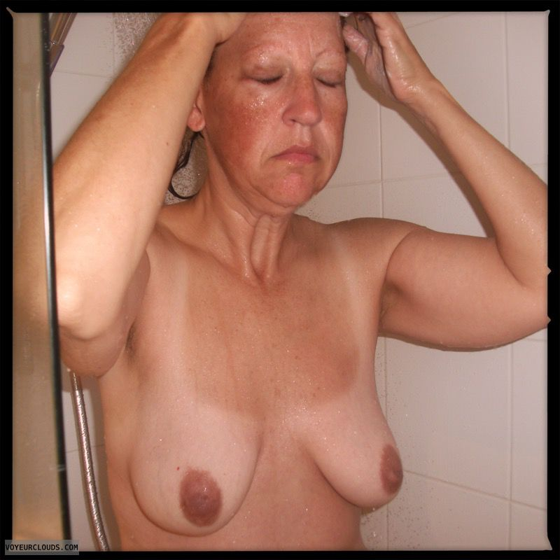 Shower, Dark nips, Saggy boobs, OK Tits, Older