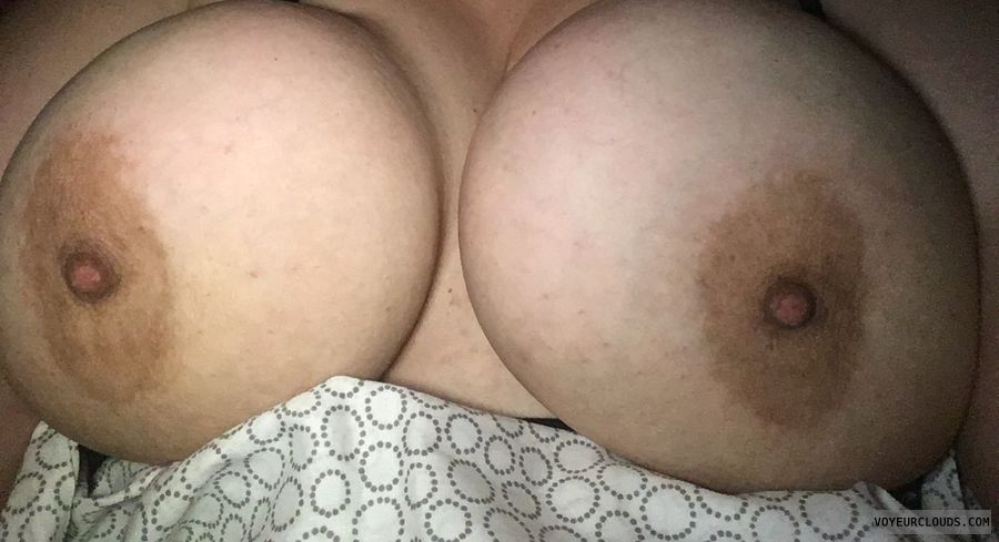 big tits, big boobs, tits out, nipples, areolas, deep cleavage