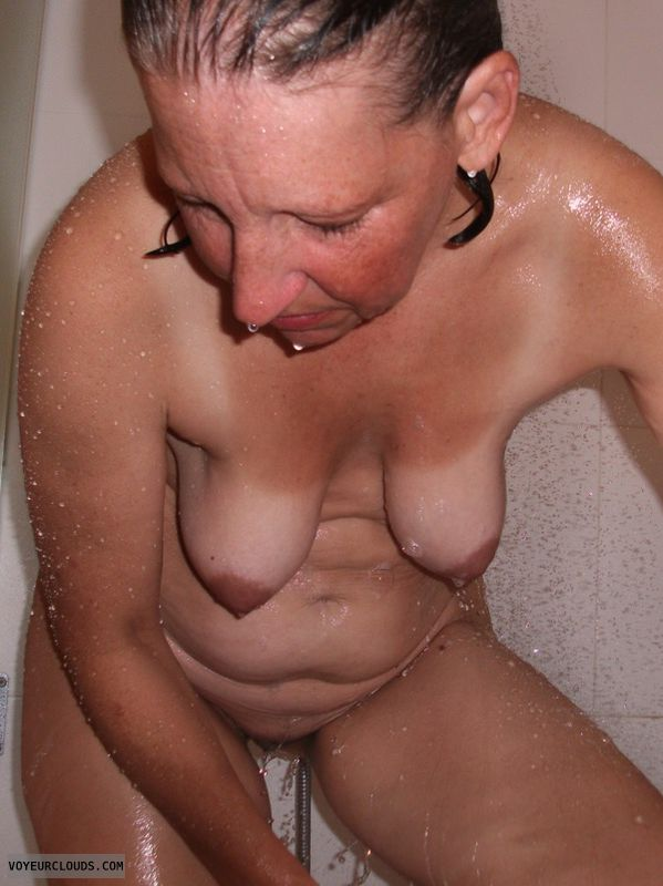 Hanging tits, OK Tits, Older, Shower, Dark nips