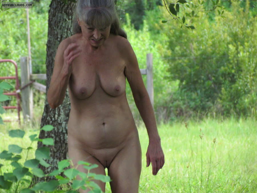 mature wife, nude outside, nice tits, smooth kitty