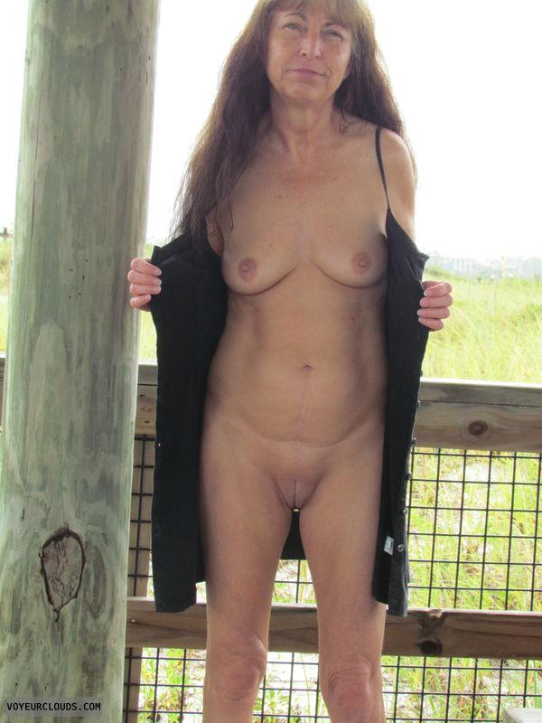 public flash, nude wife, no underwear