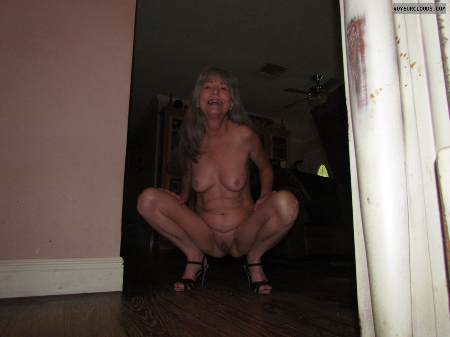 Completely nude, mature wife
