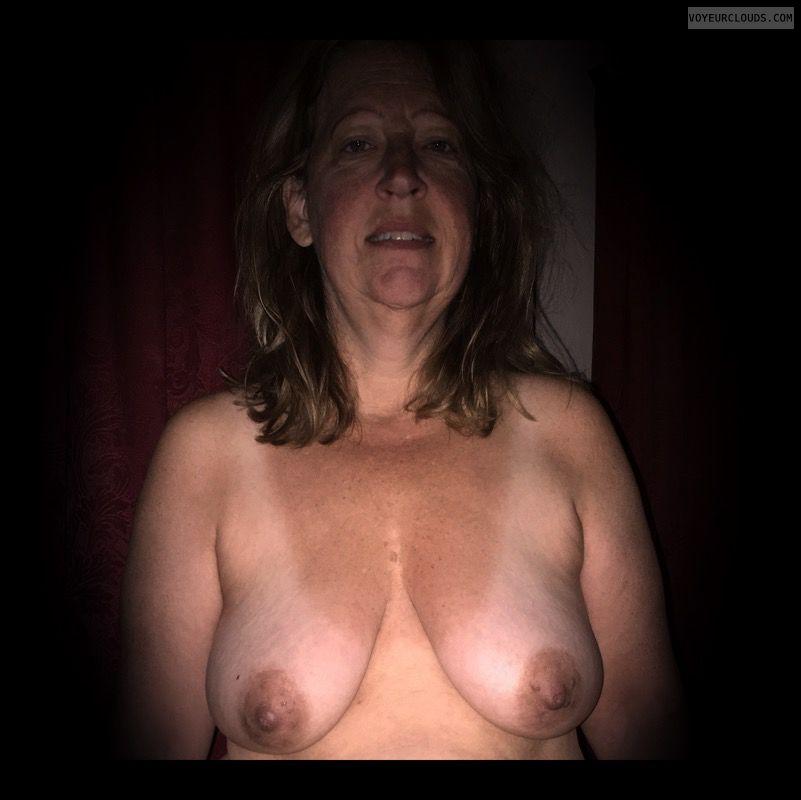 Dark nips, Saggy boobs, OK Tits, Nice smile, Older