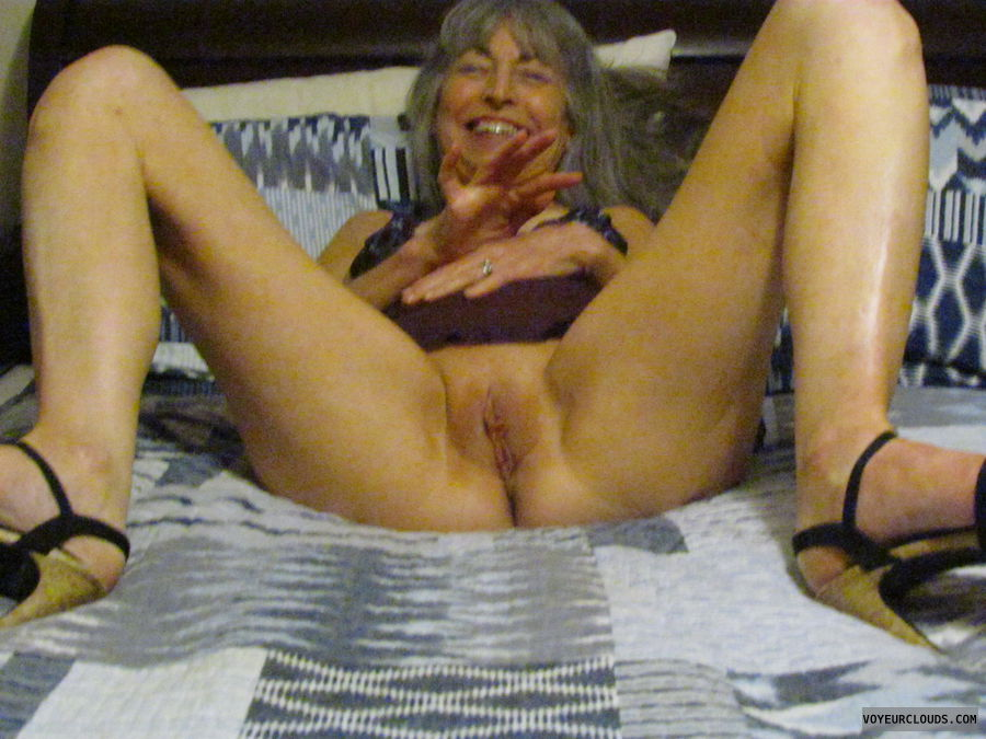 pussy flash, mature wife
