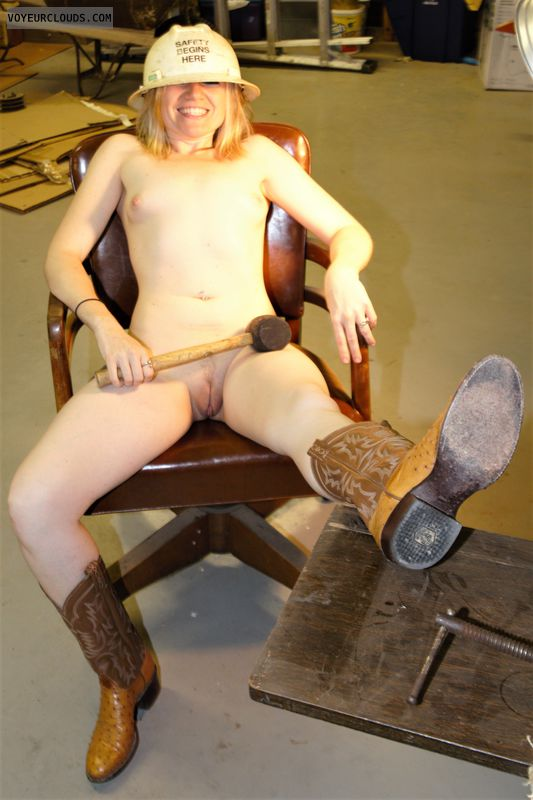 nude wife, small tits, naked in boots, landing strip