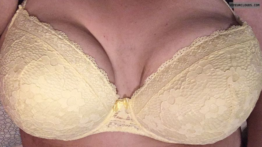 yellow bra, big tits, big boobs, bra, deep cleavage
