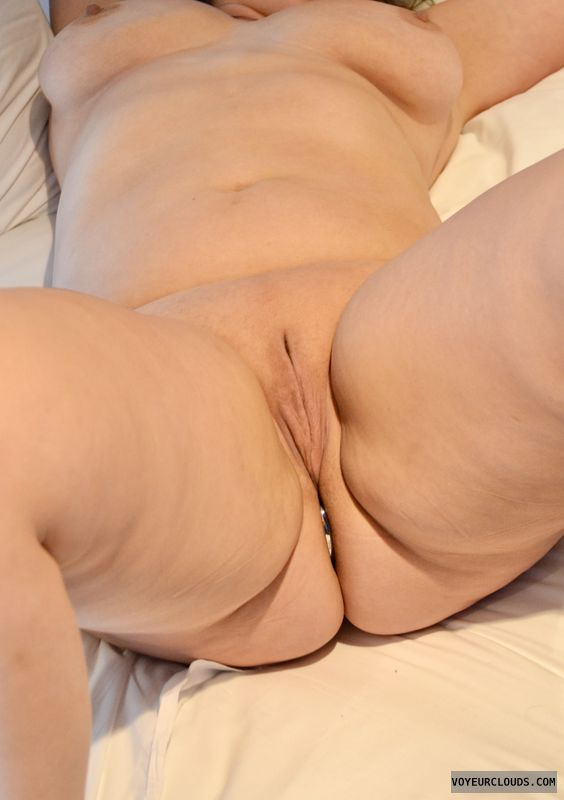 breasts, tits, legs, pussy, shaved pussy, plug, njoy