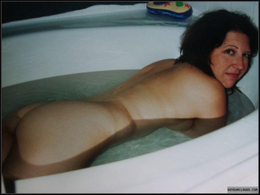 Bath, Smirk, OK Ass, Large Ass, Shower, Immature