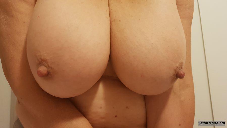 Valentine, Tits Out, Big nipples, Milf, Big Tits