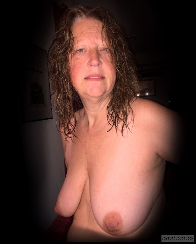 Saggy boobs, 36D, Smirk, Brown nips, Titflash, OK Boobs