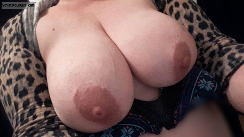 mature,  milf,  big boobs,  38e,  big nipples,  boobies