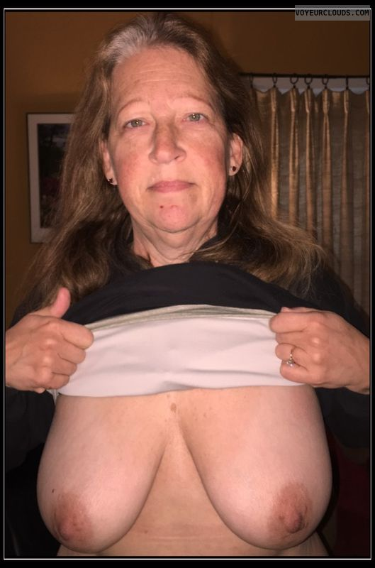 Titflash, Smirk, Saggy boobs, Dark nips, 36D, AARP